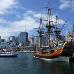 Die Endeavor,- ein Nachbau des Segelschiffes von Capitän Cook der 1770 nach Australien gesegelt war.
