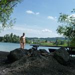 Eine eiskalte Erfrischung im Rhein