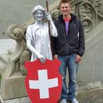 Helvetia ist die vom Volksstamm der Helvetier abgeleitete neulateinische Bezeichnung für die Schweiz und eine allegorische Frauenfigur, welche die Schweiz versinnbildlicht gleich neben meiner Wenigkeit.