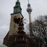 Marienkirche, Fernsehturm und eine Pyramide