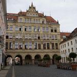 das Neue Rathaus wurde über sechs Arkaden errichtet