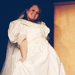 Marcolfa (Romina Meffe) bereit zu heiraten.