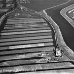 Links de Twuyverweg, rechts de molen aan de Oosterdijk en rechts daarvan het Kanaal Alkmaar-Kolhorn (tevens de ringvaart van de Heerhugowaard). Het land tussen Twuyverweg en Oosterdijk heette vroeger Katshoek.