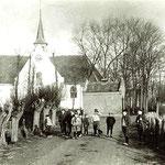 De kerk vanaf de Bovenweg gezien. Vermoedelijk op de zelfde dag genomen als de vorige foto.