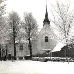 Vermoedelijk in de dertiger jaren genomen, de kerk vanuit het noorden. Nu is ook het dak wit!
