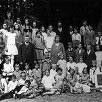In 1929 vierde de Christelijke School 'Het Baken', die in 1898 was opgericht, een schoolfeest met een uitje naar Bergen.