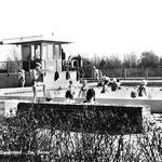 Op 19 april 1969 opende Zwembad De Bever zijn poorten en kon men een eerste duik nemen in het verwarmde openluchtbad.  De foto is van kort na de opening.