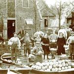 Het binnenhalen van de kool, 1922. Achter de huizen aan de Benedenweg (Zuideinde), bij het perceel van opa Arie Verduin.