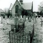 De kerk vanuit het westen, over het kerkhof gezien. Vermoedelijk jaren-60.
