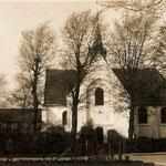 Na 1912 genomen, want het brandspuithuisje is weg, en voor 1920 want er staan nog hoge bomen.