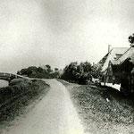 Butterhuizen hoorde vroeger bij Sint Pancras maar was mee ingepolderd in de Heerhugowaard. Er stonden vier à vijf boerderijen/woningen, die nu alle zijn gesloopt voor verbreding van de N242 (de Westerweg). In 1875 kwam er een brug over de ringsloot,