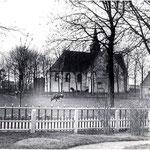 Foto van omstreeks 1900, genomen door dominee P.H.Versteeg, vanuit de voortuin van de pastorie.