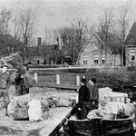 De wik van Kroonenburg in het Noordeinde. Hier was van 1895 tot 1908 een groentenveiling.  Het haventje was voor iedereen vrij beschikbaar.