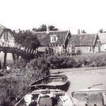 Een autobus van de firma Kok en Tuinman uit Langedijk op de Twuyverweg, begin jaren 20.