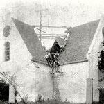 1907, de kerk krijgt een nieuwe toren. De wijzerplaten van het uurwerk worden verplaatst van de gevels naar de toren.