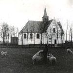 Omstreeks 1900. Vermoedelijk ook door dominee P.H.Versteeg genomen, nu vanaf de weg.