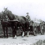 De familie Quant met paard en wagen. Quant heeft o.a. zeer veel zand voor de Middenweg naar Heerhugowaard gereden.