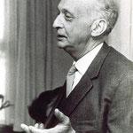 Arent Vincent Herman Destreé was een legendarisch huisarts in Sint Pancras, van 1925 tot 1963.