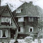 Huize Flevo, hier woonde Jan Kloosterboer, bijnaam: 'Barre Jan'. Beide huizen zijn gesloopt en nu staat hier de Dekamarkt.
