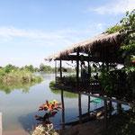 Entspannen in einem der vielen Restaurants auf Don Det am Wasser