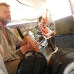 Auf dem Weg nach Port Barton - mit Fensterglas und Fischtruhen