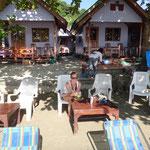 Einkehren in der Tango Strandbar für eine Kokosnuss