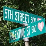 Strassenschilder in Valentine haben alle Herzen :)
