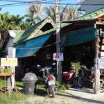 Jeder bietet hier alles an - Bikes, Laundry, Food, Benzing und Massagen