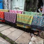 Longyi's auf der Trockenleine in den Strassen