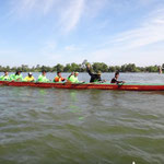 Auf dem Weg zum jährlichen Drachenboot-Rennen am 01.01.