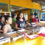 Essen Filippino Style - einfach in die Pfannen schauen und draufzeigen