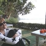 Ein Teelein am See in Sarangan - das Züri-Horn quasi