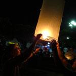 Loy Kratong zum zweiten Mal diese Woche - ist überall der grosse Renner