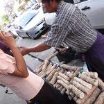 Thanaka ist auf fast jedem Gesicht in Burma zu finden