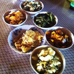 Feines Mittagessen in einem Dorf