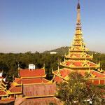 Mandalay Palace und Mandalay Hills im Hingergrund
