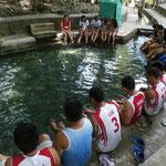 Fish Spa mit dem lokalen Fussball-Team