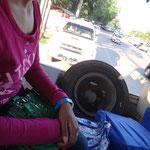 Platter Reifen auf dem Weg zum Busbahnhof ausserhalb Yangons