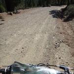 Henness Pass Road - 10 km Sand, Stein, Kies, Staub - den Berg rauf