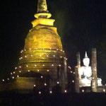 Loy Kratong - Lichterfest in Sukhothai's Tempelanlage