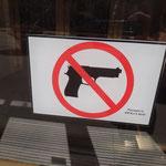 Danke für die Info - Schild an einem Bürogebäude