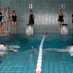 Der Zeiler Fabian Münch (links) belegte beim Brustschwimmen über 50 Meter den 4. Platz.