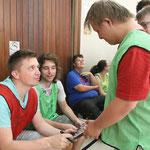 In den Spielpausen waren Autogramme von Tobias und Phillip Thomann natürlich heiß begehrt. Auch Alexander nutzte die Chance.