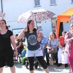 Zwar singen sie gerne auch im Regen, doch bei strahlendem Sonnenschein hatten (von links) Eva Bayer, Veronika Schneider und Christine Schenk natürlich noch mehr Spaß.