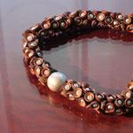 Fruchtbecher mit Perle und Silberkugel,  halsnah