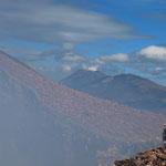 Der San Cristobal, im Vordergrund der Krater des Telica.