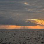 Nach dem Bezug des Nachtquartieres ging es zum Sonnenuntergang an den einsamen Strand.