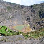 Säuretümpel im Krater des Irazu, Costa Rica.