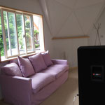 やさしい桜色のソファも設置完了です♡