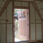 とってもステキな木製の扉がつきました。